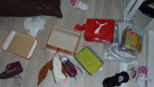 La Minute de Bonheur #1 -  Le bordel de Puce avec ses chaussures.