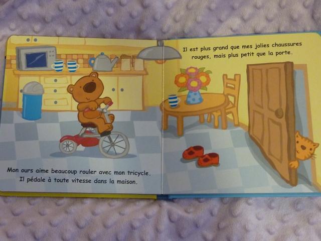 L'ours dans la cuisine qui joue au tricycle.