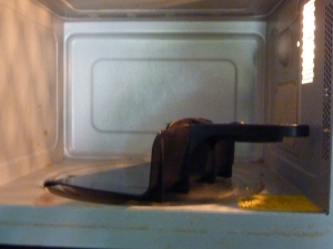 L'attrape-plats micro-ondes. Vue de dos!