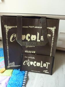 Sac isotherme chocolat et sa tablette assortie, clin d'oeil à la fête de Pâques.