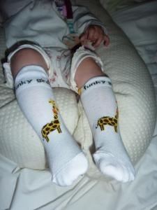 Chaussettes blanches avec la girafe.