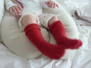 Chaussettes rouges aux bords repliés. Ne glissent pas non plus!