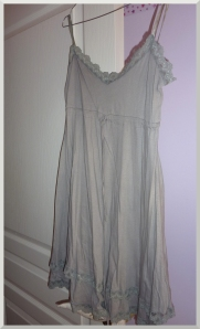 Ma superbe robe de plage grise.