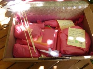 De jolis paquets dans du crépon rose.
