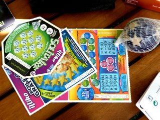 Des jeux à gratter à 2€.