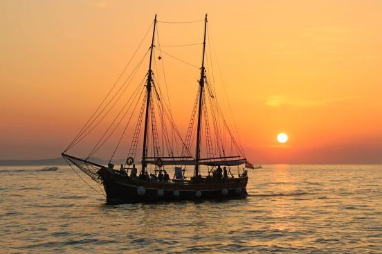 sailing-boat-983933_1280.jpg